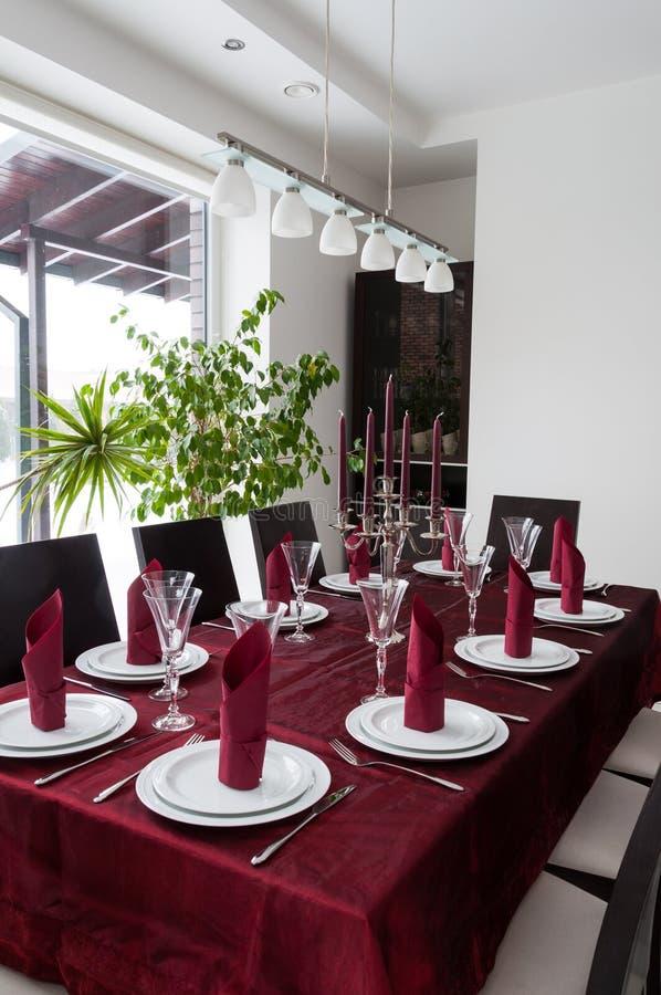Att äta middag bordlägger royaltyfria foton