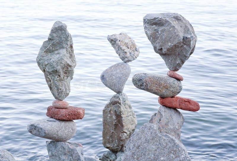 Att balansera vaggar arkivbild