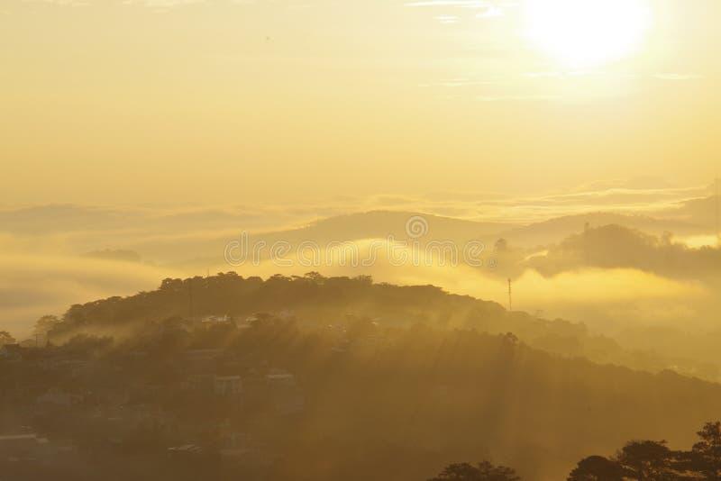 Att fånga soluppgången i staden från staden är fantastiskt, varje genre har sin egen skönhet fotografering för bildbyråer
