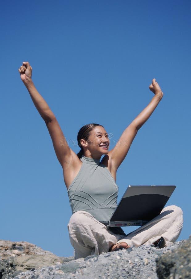 att fira hands upp kvinna fotografering för bildbyråer