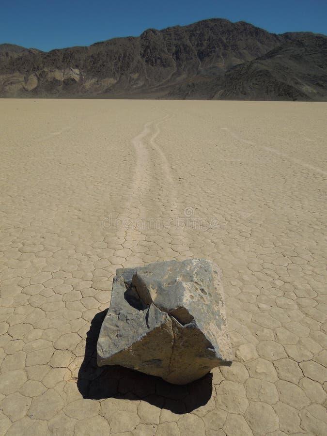 Att flytta sig vaggar av Death Valley, Kalifornien royaltyfri bild