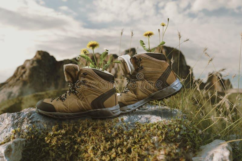 Att fotvandra kängor med blommor i den som går på, vaggar framme av mou arkivfoto