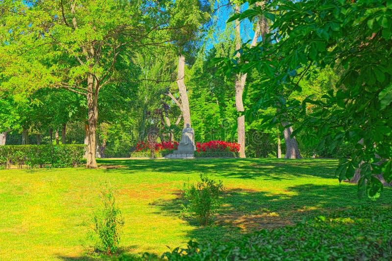 Att gå till och med Buen Retiro parkerar Parque de El Retiro Madrid, arkivfoto