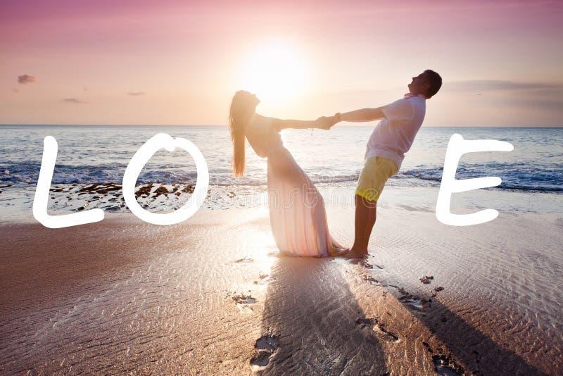 Att gifta sig kopplar ihop precis gift arkivfoton
