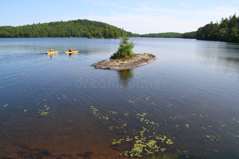 Att kanota i provinsiell Algonquin parkerar arkivfoton