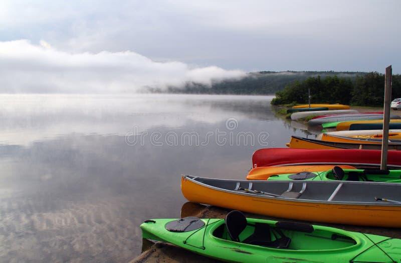 Att kanota i provinsiell Algonquin parkerar royaltyfri fotografi