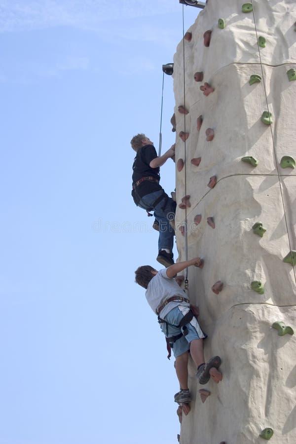 att klättra fejkar rockväggen royaltyfri fotografi