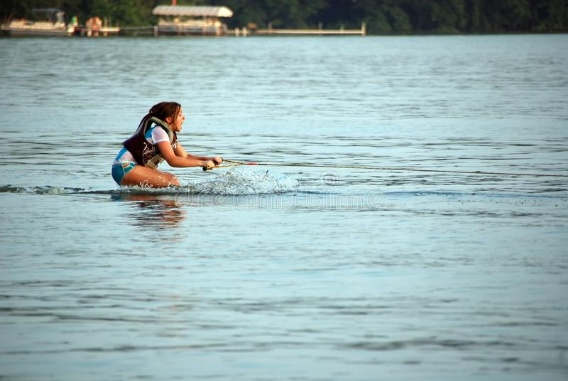 att lära skidar för att water royaltyfri fotografi