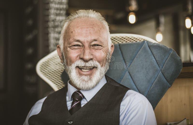 Att le är bästa mannens vän arkivfoton
