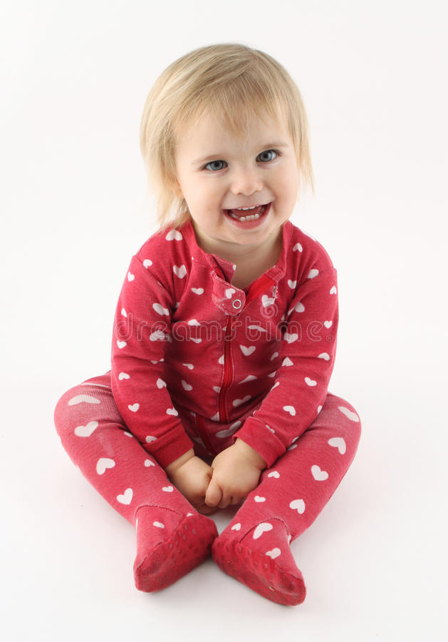 Att le som är lyckligt, behandla som ett barn flickan fotografering för bildbyråer