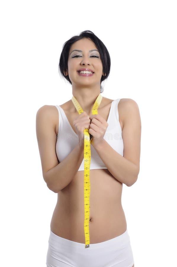 Att mäta för kvinna görar perfekt formar av den härliga midjan och fä royaltyfri fotografi