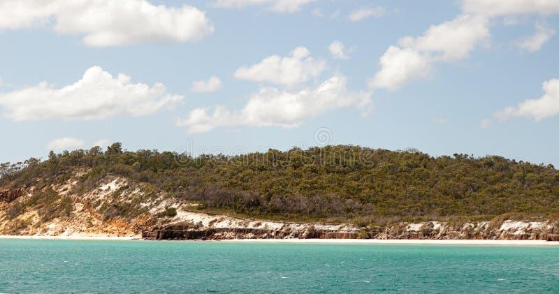 Att närma sig Fraser Island nära Hervey Bay Australia royaltyfri foto