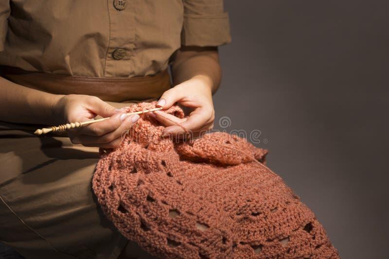 Att skapa av handcraft kläder royaltyfri fotografi