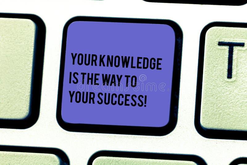 Att skriva anmärkningen som visar din kunskap, är vägen till din framgång Affärsfoto som ställer ut utbildning en tangent för fra arkivfoton