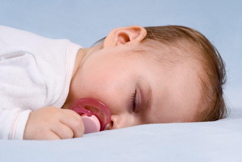 Att sova behandla som ett barn arkivbild