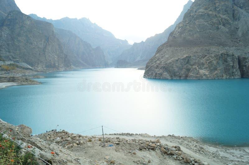 Attaabad - den blåa sjön royaltyfri foto