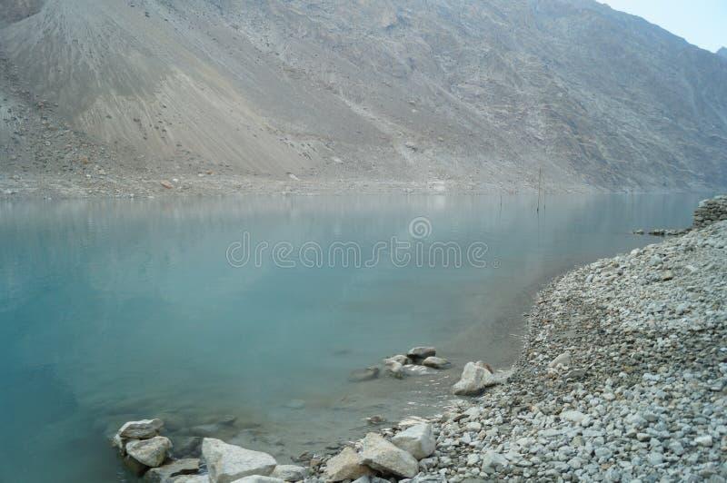 Attaabad den blåa sjön royaltyfria bilder