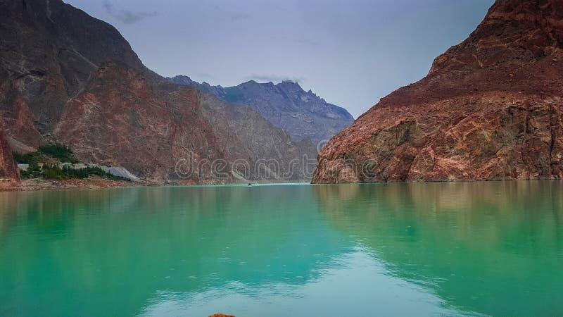 Attabad湖,喀喇昆仑山脉美丽的景色高速公路 库存图片
