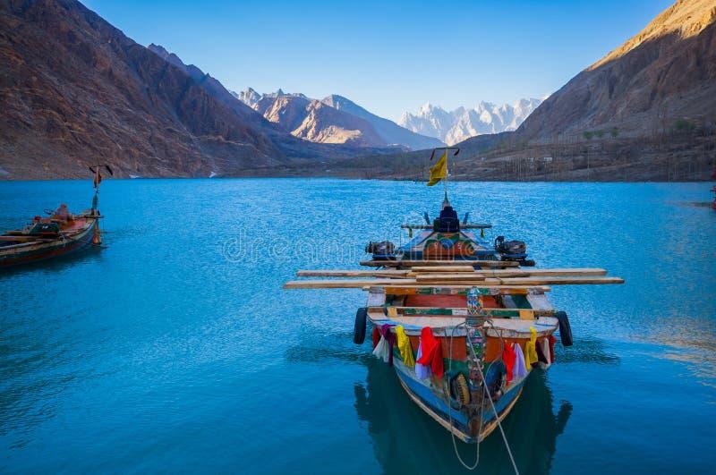 Attabad sjö, nordliga Pakistan royaltyfri fotografi