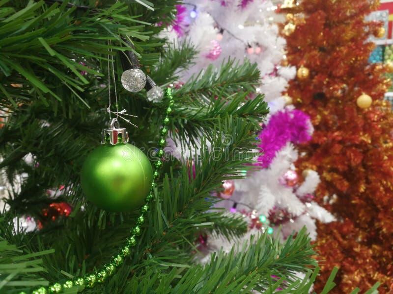 Attaccatura delle decorazioni di Natale fotografia stock