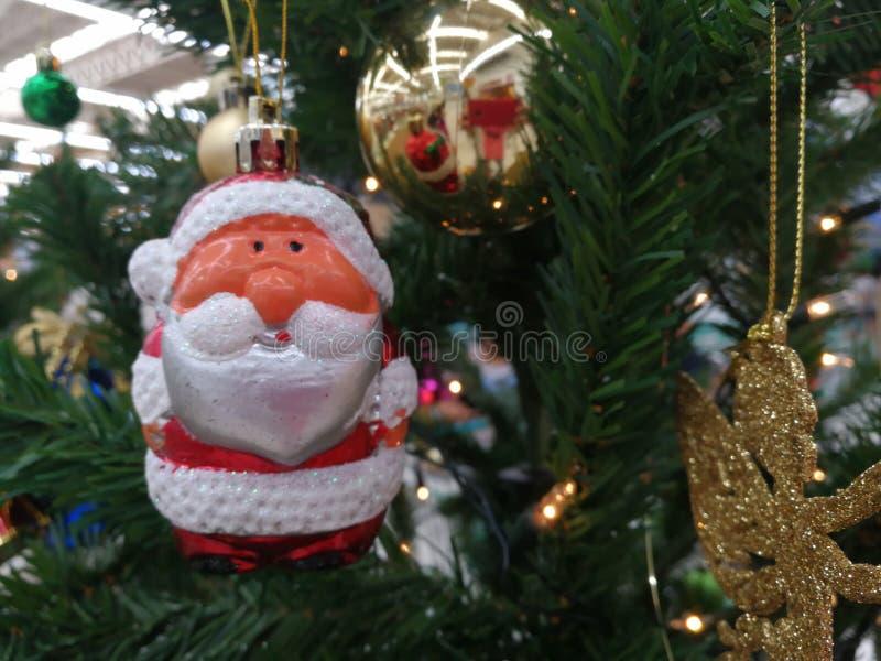 Attaccatura delle decorazioni di Natale immagine stock libera da diritti