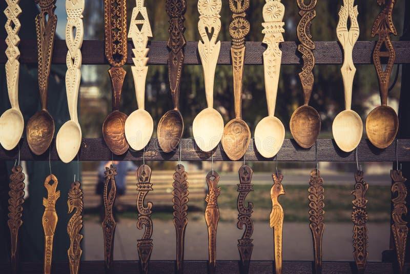 Attaccatura di legno ornamentale dei cucchiai fotografie stock libere da diritti