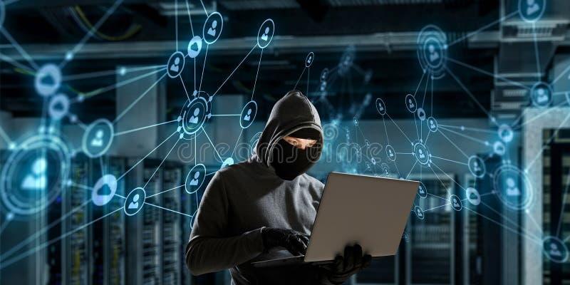 Attacco di segretezza del computer Media misti immagine stock