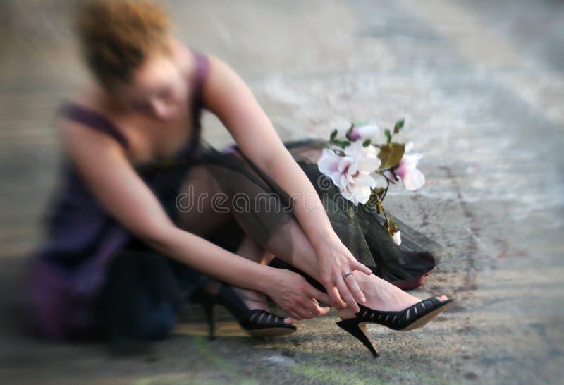 Attachement de sa chaussure photo libre de droits