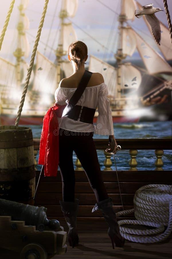 Attaque de fille de pirate photographie stock