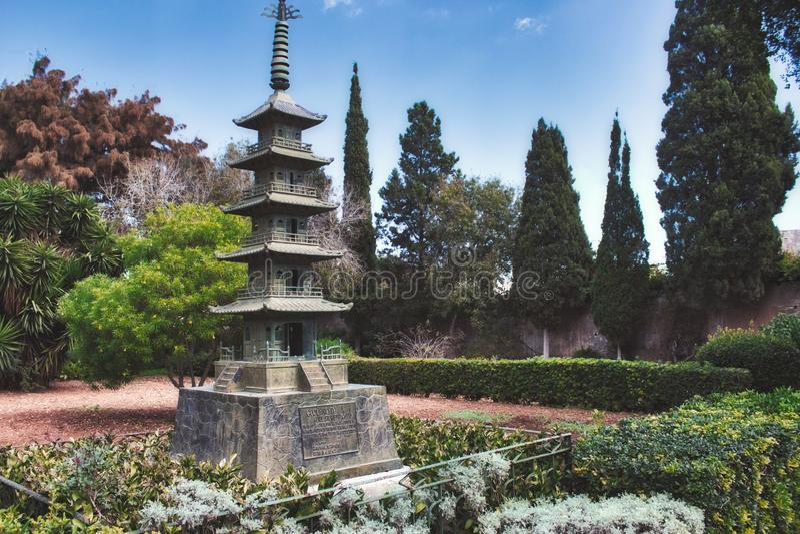 Attard / Malta - 18. Oktober 2019: Japanische Pagode im Garten San Anton in Attard, Malta stockbild