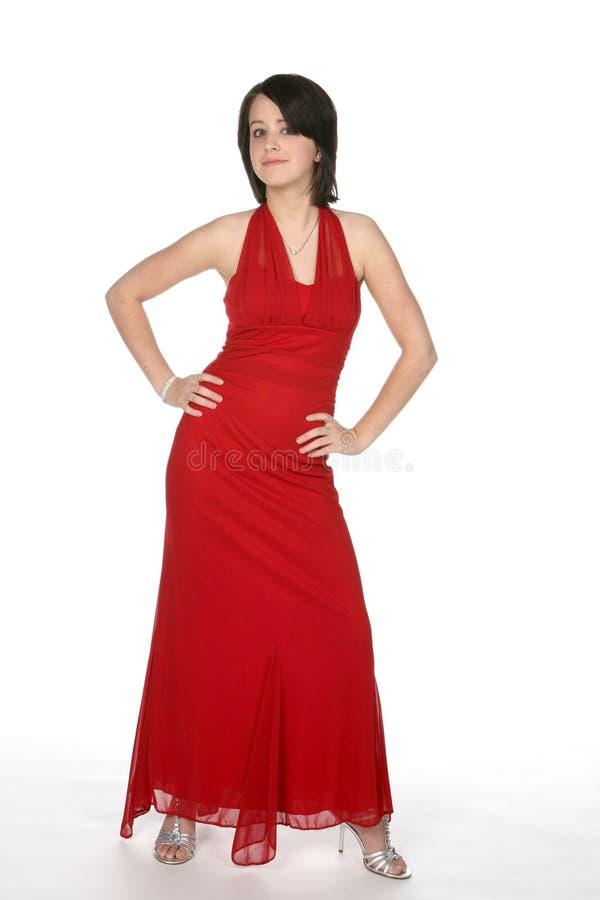 Atteggiamento teenager in abito rosso fotografia stock