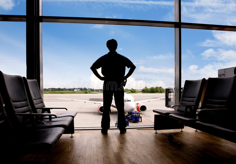 Attendendo all'aeroporto immagine stock