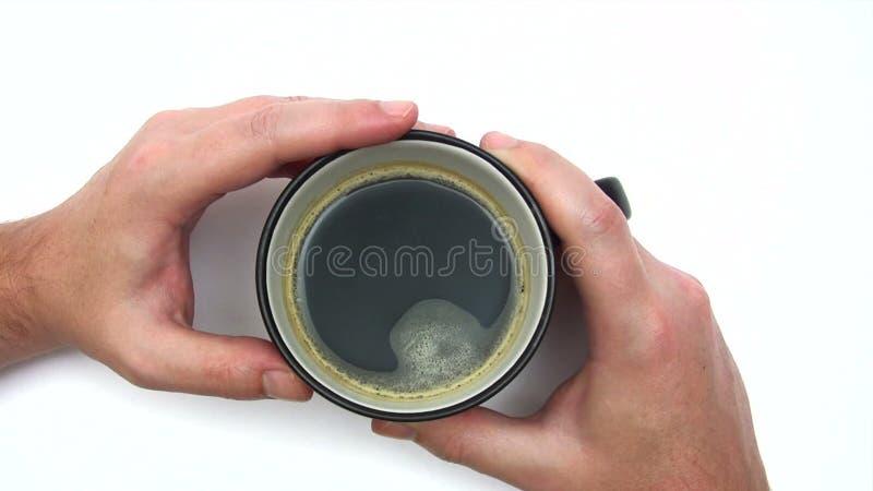 Attente avec une tasse de café banque de vidéos