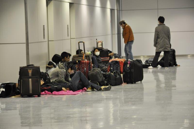 Attente d'un avion pour quitter le Japon photographie stock libre de droits