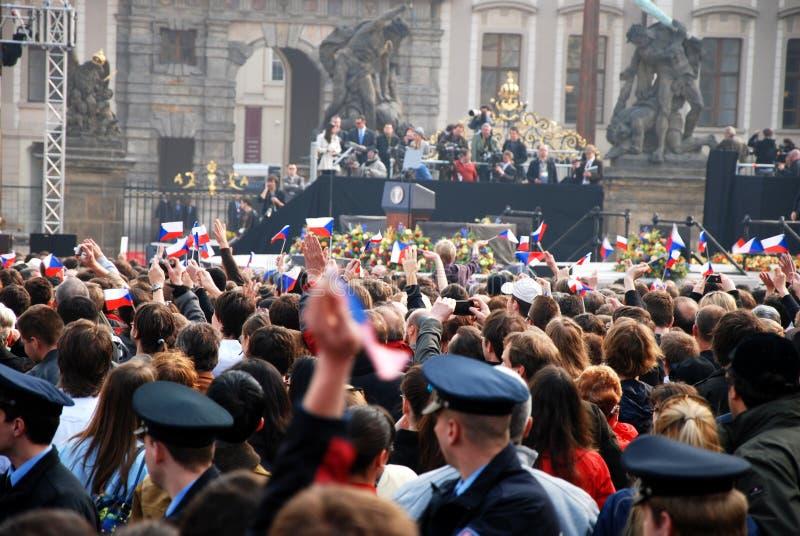 attente de la parole de Prague d'obama de foule de barack photographie stock libre de droits