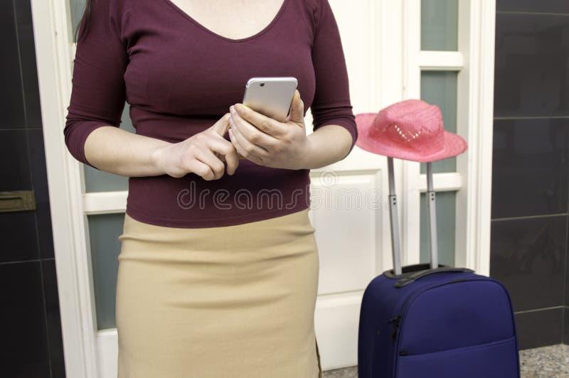 Attente de ma cabine pour aller à l'aéroport image libre de droits