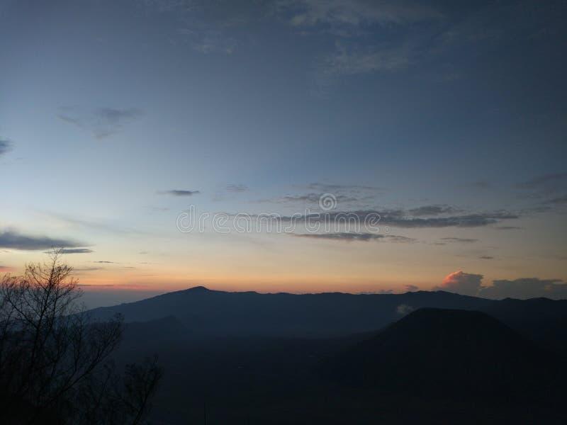 Attente du lever de soleil photographie stock