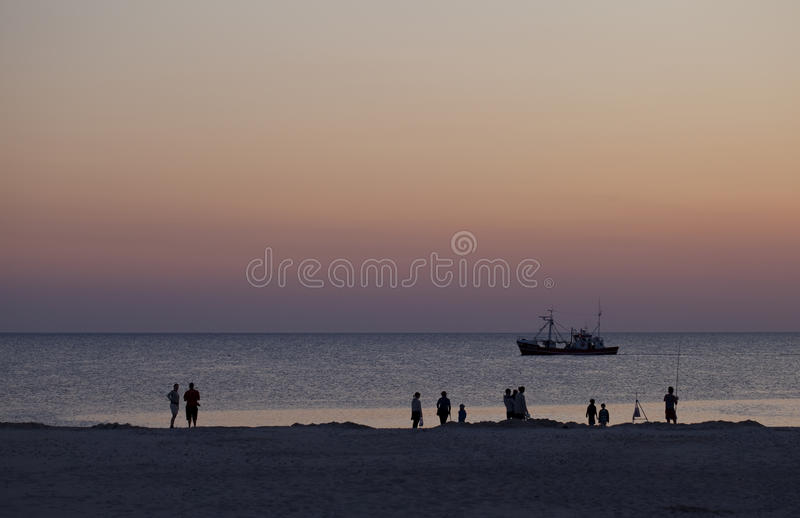 Attente du Sun pour placer photographie stock
