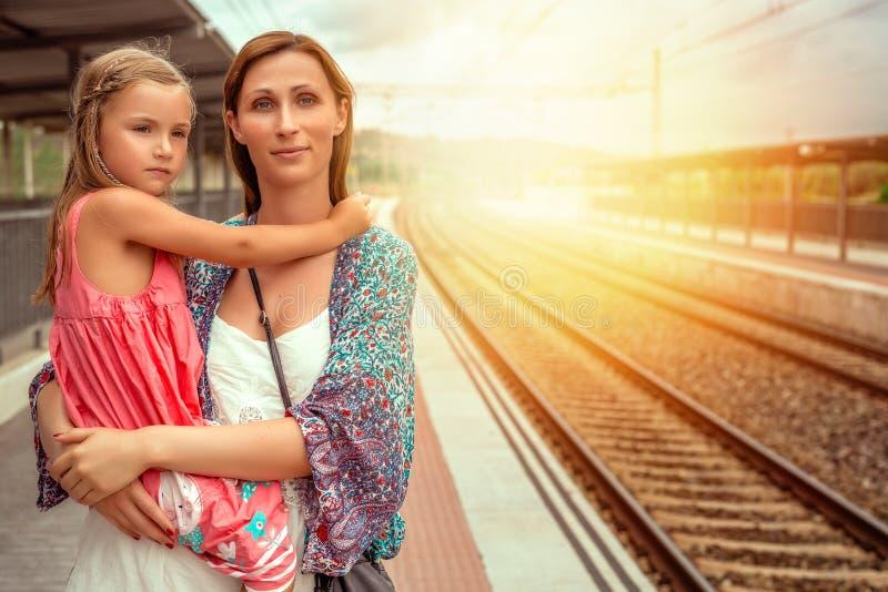 Attente du train photos libres de droits