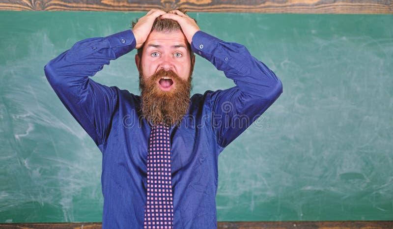 Attenzione di paga al vostri comportamento e modi L'etichetta dell'insegnante fornisce di punta il professionista moderno di istr immagini stock libere da diritti