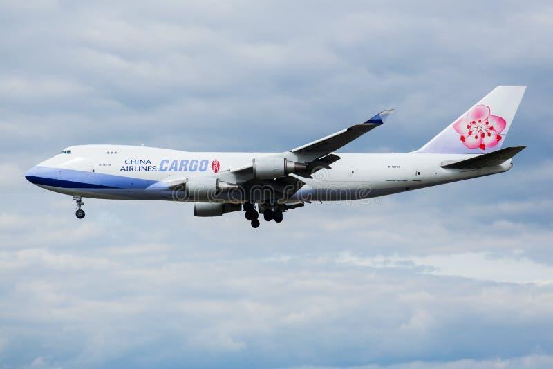 Atterraggio dell'aereo da carico B-18719 di Boeing 747-400 del carico di China Airlines all'aeroporto di Francoforte fotografie stock libere da diritti