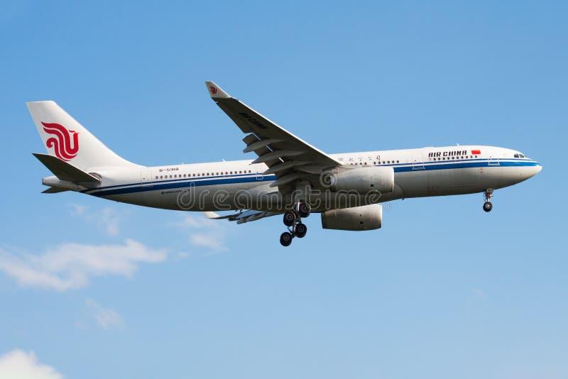 Atterraggio dell'aereo passeggeri di Air China Airbus A330-200 B-5918 all'aeroporto di Francoforte immagine stock