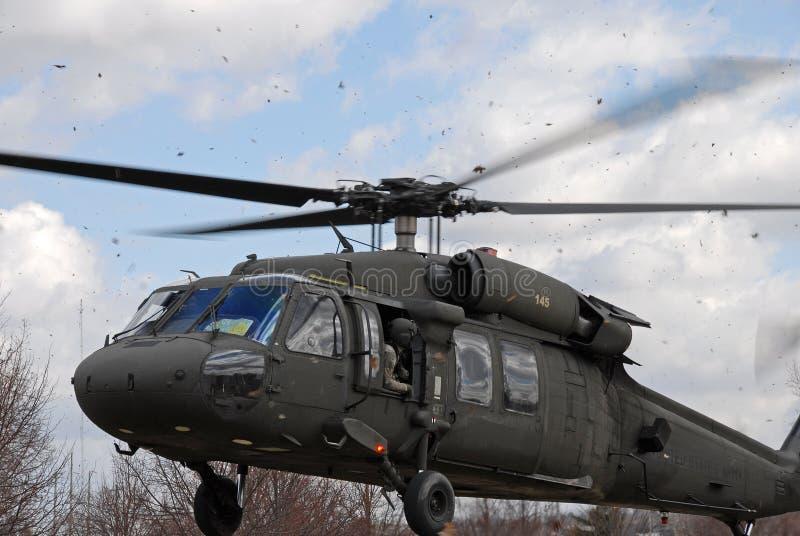 Atterraggio dell'elicottero di Blackhawk fotografia stock libera da diritti
