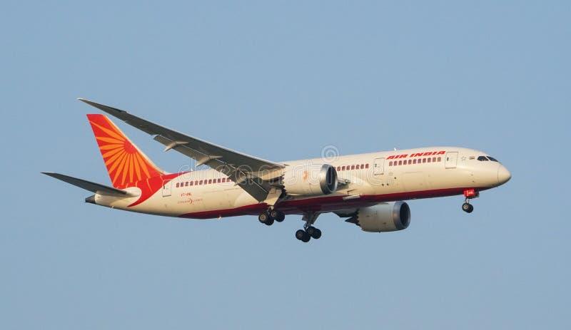 Atterraggio di Air India Boeing 787-9 Dreamliner fotografia stock libera da diritti