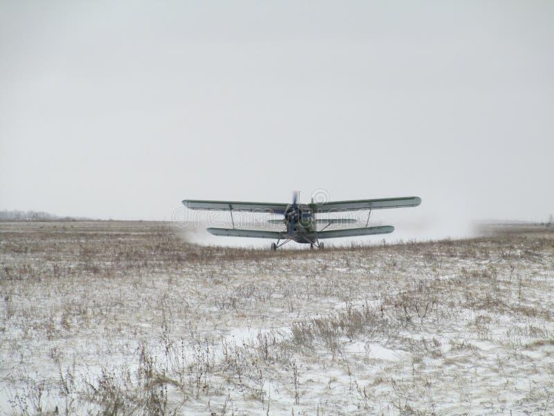 Atterrissage AN-2 photographie stock libre de droits