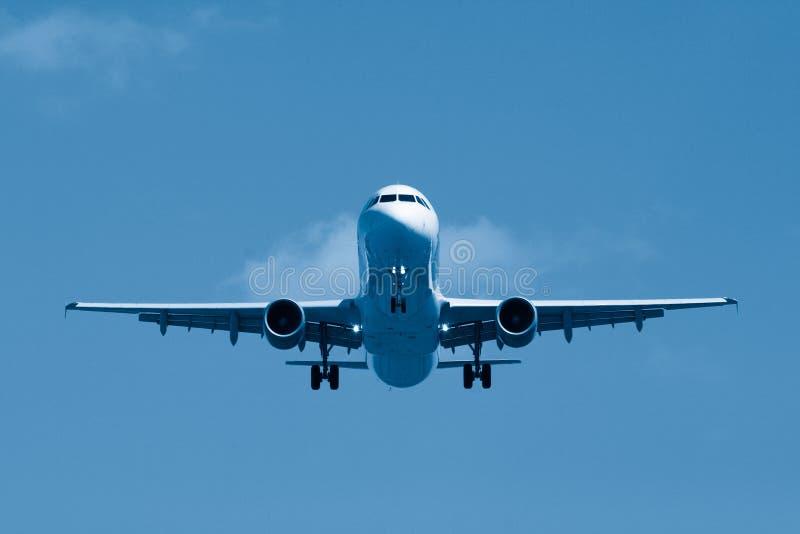 Download Atterrissage photo stock. Image du aéroport, avion, course - 744300