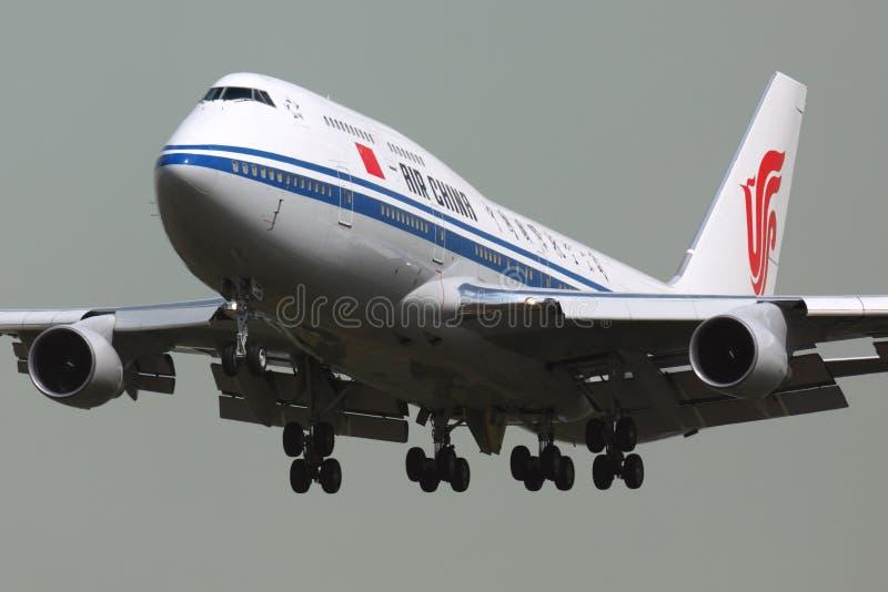 Atterrissage B-2447 d'Air China Boeing 747-400 à l'internat de Sheremetyevo photos stock