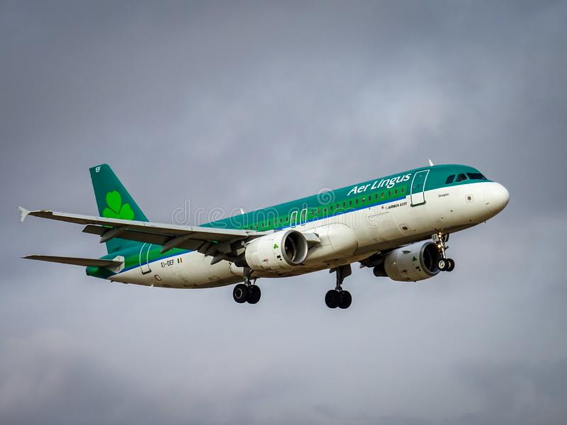 Atterrissage d'Aer Lingus Airbus A320 image stock