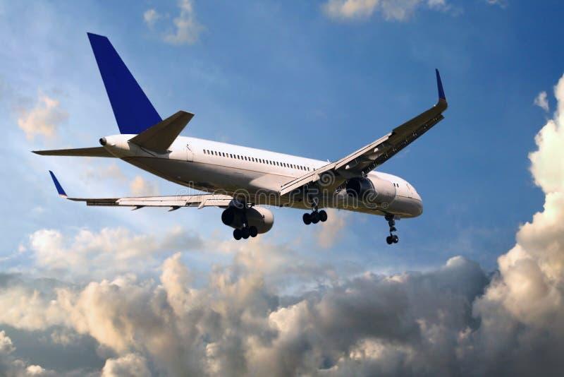 Atterrissage d'avion à réaction images stock