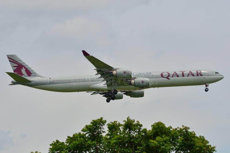 Atterrissage d'avion civil à l'aéroport de Suvarbhunami images stock